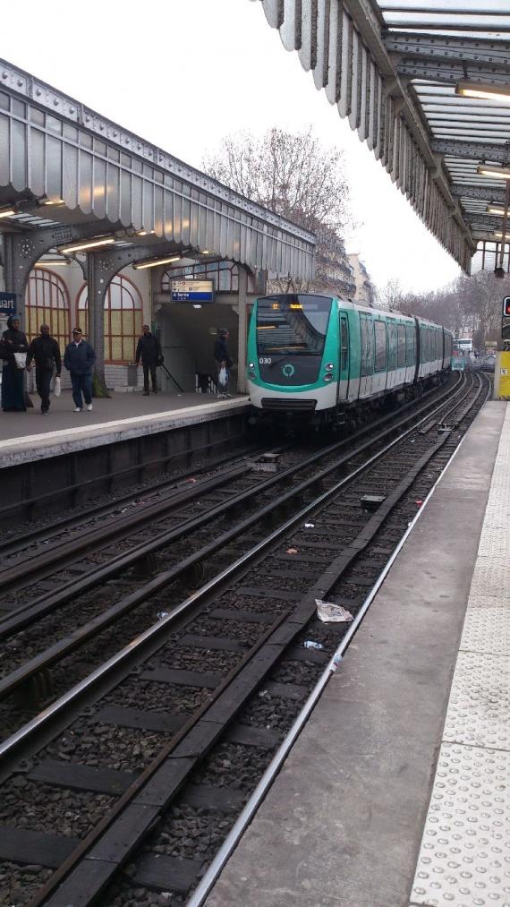 поезд метро в париже