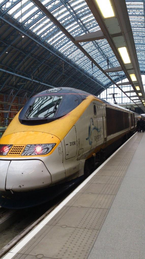 Поезд Евростар на вокзале в Лондоне