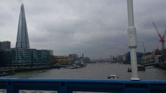 Вид на Темзу с Тауэрского моста в Лондоне