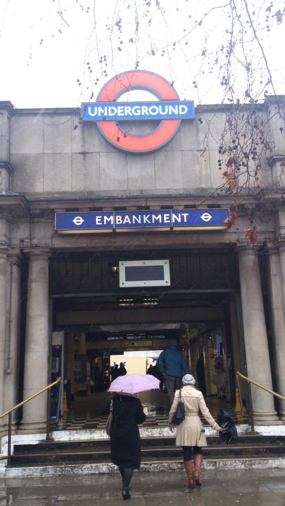 Станция Энбенкмент в Лондоне