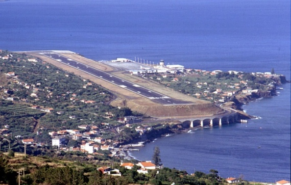 Аэропорт Фунша́л, Мадейра, Португалия
